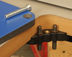 Kreg precision router table newwoodworker llc the router plate is adjusted with these fixtures left at each corner the plate also bolts to the fixture to keep it dead steady keyboard keysfo