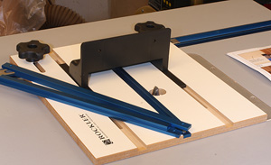 Rockler router table box joint jig newwoodworker llc the rockler router table box joint jig is well made easy to use and produces very nice box joints click image to enlarge greentooth